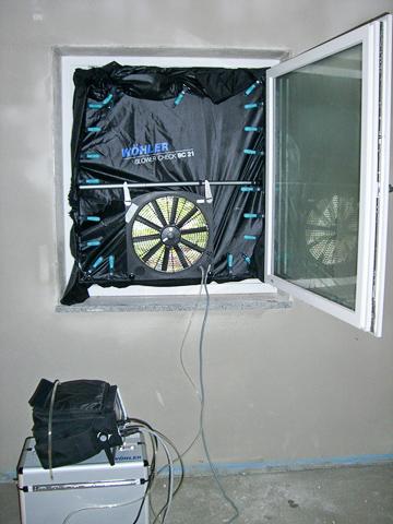 blower door messung hochwind solar heizung sanit r. Black Bedroom Furniture Sets. Home Design Ideas